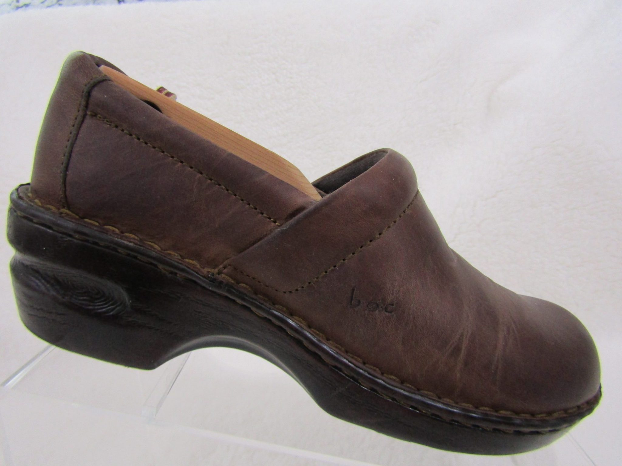 91385f80b53e Born B.O.C. Sz. 8M Women s Brown Leather Peggy Clogs